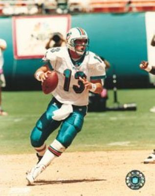 Dan Marino Miami Dolphins NFL 8x10 Photograph Dropping Back