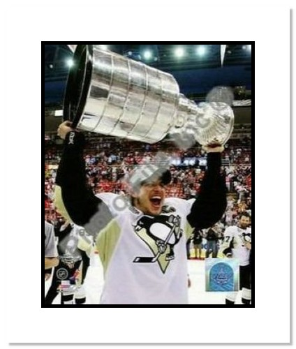 Sidney Crosby Pittsburgh Penguins NHL Double Matted 8x10 Photograph 2009 Stanley Cup Finals Holding Cup