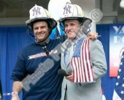 Joe Torre and Mayor Rudy Giuliani New York Yankees MLB 8x10 Photograph 2000 World Series Parade